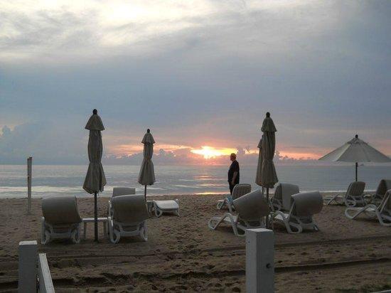 Laguna Holiday Club Phuket Resort: LHC allocated guest beach lounger area