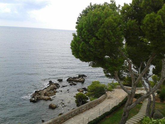 Ponent Mar: Спуск к дикому пляжу отеля