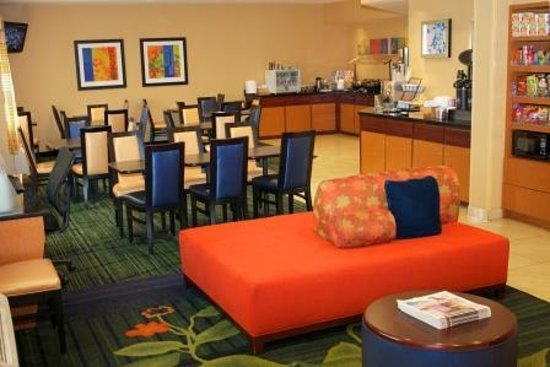 Fairfield Inn St. Petersburg Clearwater: Hotel Lobby