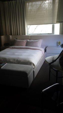 Hotel Zero 1: Queen Size bed