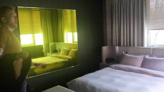 Hotel Zero 1: Lime tinted mirror