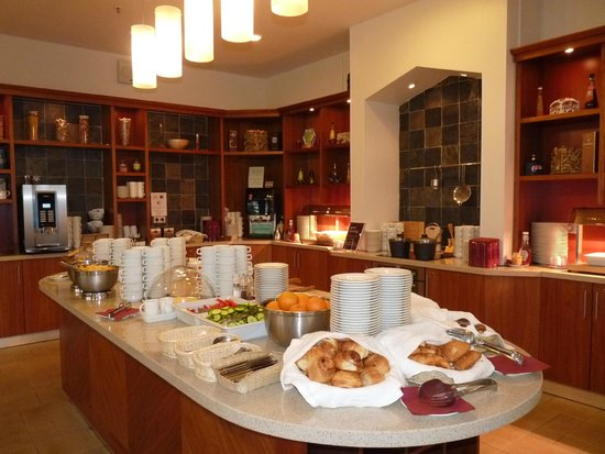 Staybridge Suites St. Petersburg: Main counter