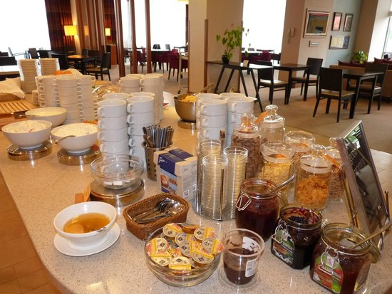 Staybridge Suites St. Petersburg: Brekfast spread