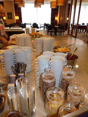 Staybridge Suites St. Petersburg: Breakfast, one more pic.