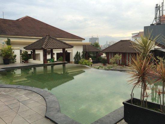 Arion Swiss-Belhotel Bandung: The pool