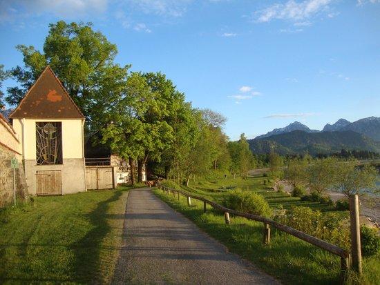 Hotel Maximilian: Camino del lago