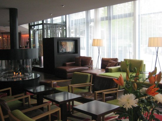 Courtyard Stockholm Kungsholmen : El lobby, comodidad plena
