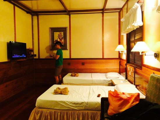Sipadan Mabul Resort: SMART land resort room left (pardon my husband in the pic)