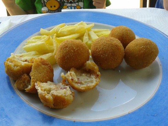 El Recreo de Las Caldas: Croquetas y patatas fritas caseras