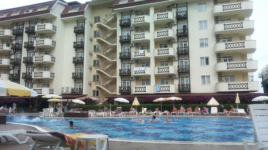 Titan Garden Hotel: hotel and pool