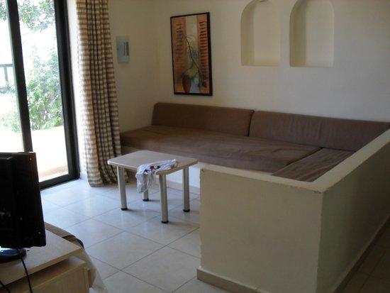 Pefkos Village Resort: living room