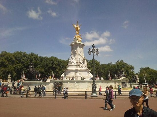 The Original London Sightseeing Tour : view from bus