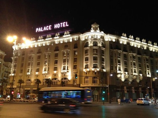 The Westin Palace Madrid: Outside of hotel at Night