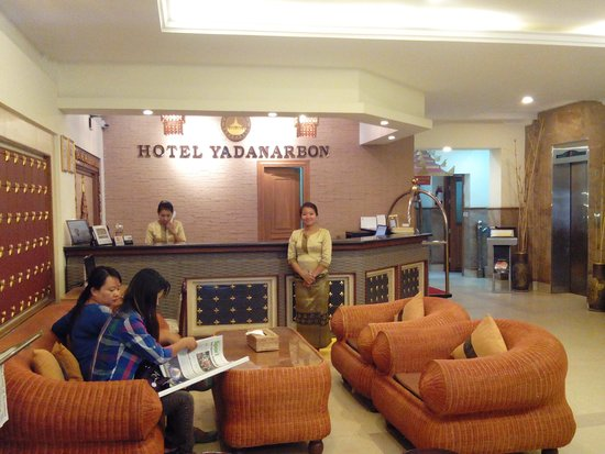 Hotel Yadanarbon : พนักงานน่ารัก