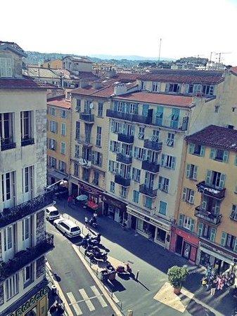 Hôtel Kyriad Nice Port : vista desde la ventana de la habitación