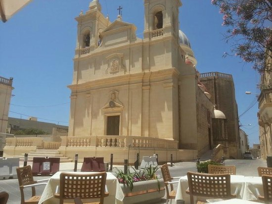 Tatitas Restaurant: View of the church from our table