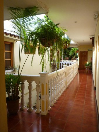 Hotel Real : upstairs walkway