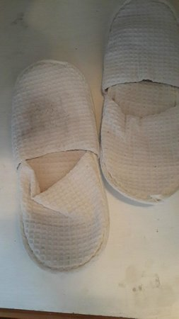 Q Signature Samui Beach Resort : Dirty guest slippers