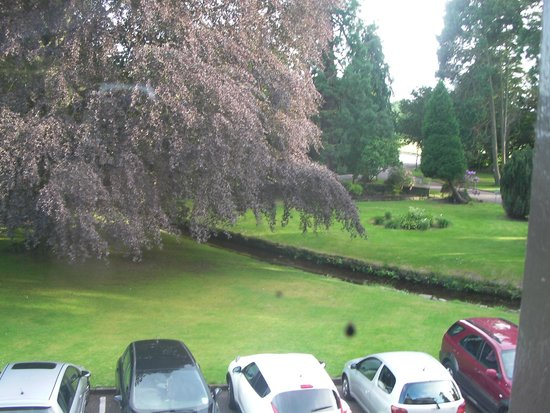 Huntingtower Hotel: View From room, front of hotel