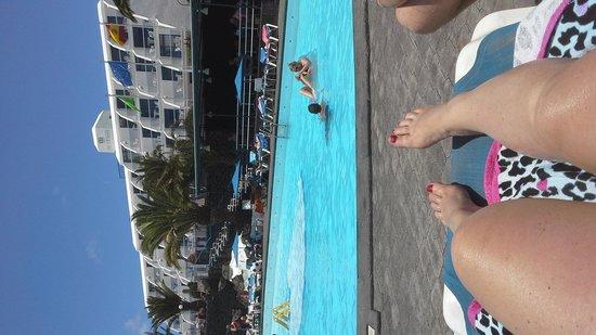 Ereza Apartamentos Los Hibiscos : poolside