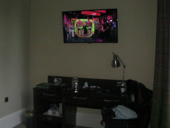 Huntingtower Hotel: Big hd tv.