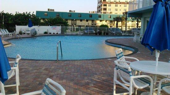 Coconut Palms Beach Resort II: Upper pool area
