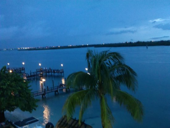 Hutchinson Island Plaza Hotel and Suites: Inlet view at dusk from 4th floor waterfront room.