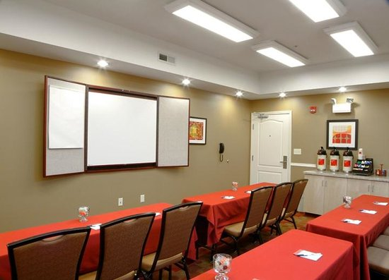 TownePlace Suites Erie: Meeting Space
