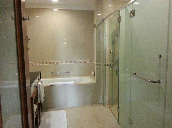 Royale Chulan Kuala Lumpur: bathroom