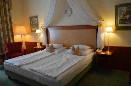 Best Western Premier Kaiserhof Wien: Bedroom of room 101