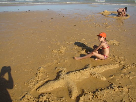 Arraial D'Ajuda Eco Resort: Brincando na praia