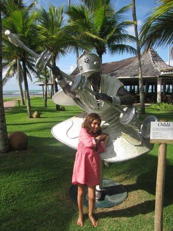 Arraial D'Ajuda Eco Resort: Jardim com esculturas dos orixás