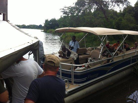Wild Frontiers Uganda Safaris: Rescuers Boat Stuck
