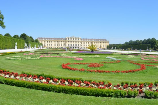 Best Western Premier Kaiserhof Wien: Schonbrunn Palace from near Gloriette