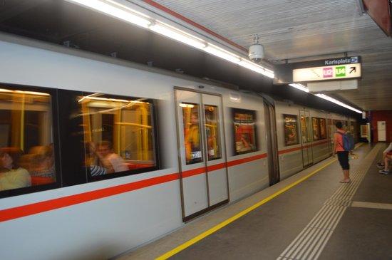 BEST WESTERN PREMIER Kaiserhof Wien: Underground train