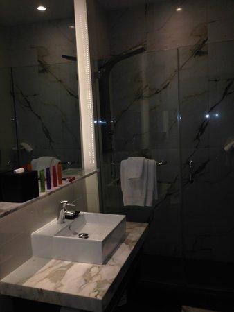 Room Mate Lord Balfour: Banheiro