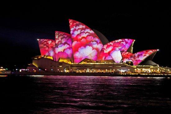 Vivid Sydney : Red Opera House
