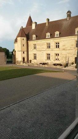 Hôtel Golf Château de Chailly : Cour intérieure du chateau, entrée réception