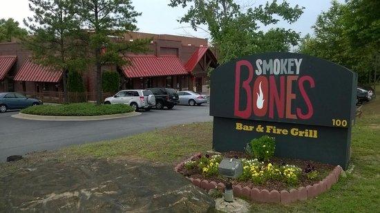 Smokey Bones BBQ & Grill: Corner of Floy Farr and Joel Cowan Parkways