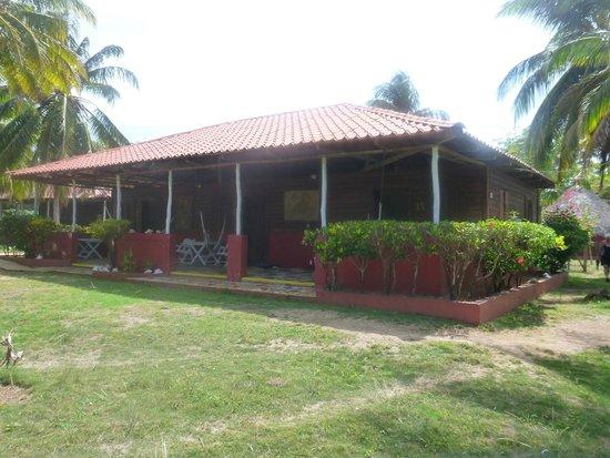 Paraiso Beach Hotel: Back Cabana
