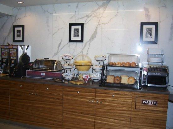 Best Western Bowery Hanbee Hotel: Un des buffets du petit-déjeuner.