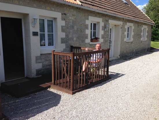 Ivy House - Utah Beach Normandy: Outside Hemmingway Cottage