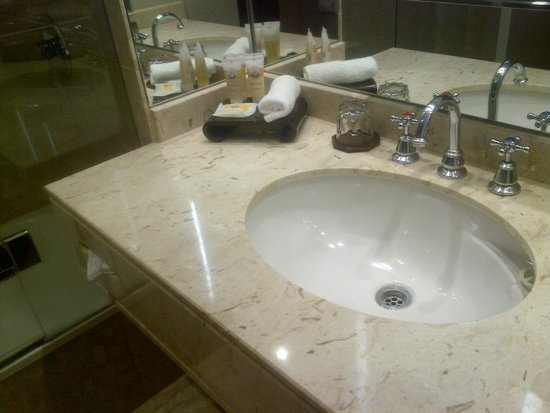 Sofitel Brisbane Central: Bathroom with Roger & Gallet toiletries