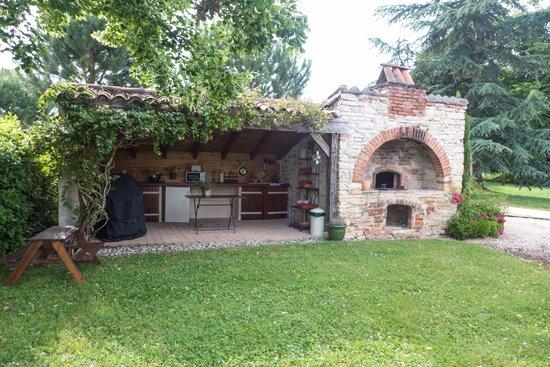 Domaine de Labarthe : Outside kitchen