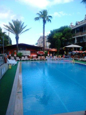 Club Atrium Apartments: pool view, big pool