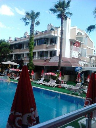 Club Atrium Apartments: atrium apartments