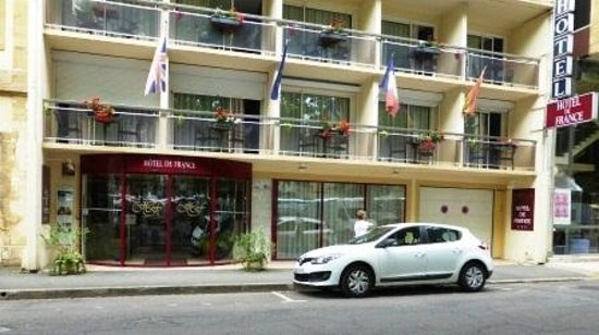Hotel de France: Hotel entrance.