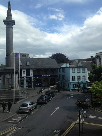 Suas Coffee House: Looking toward the O'Connell pillar