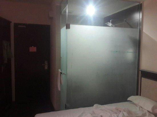 Happy Holiday Hotel : The washroom