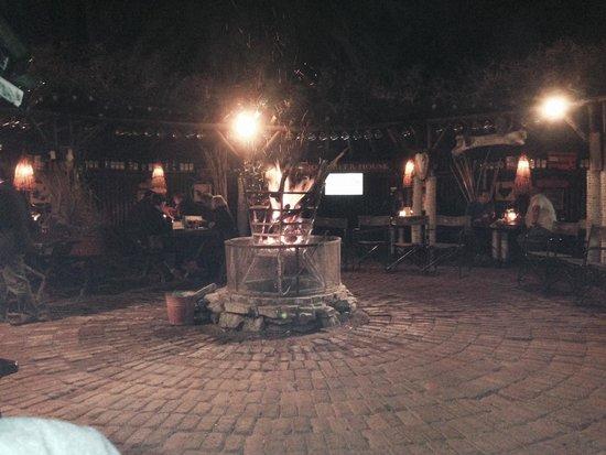 Joe's Beer House: Lagerfeuer Romantik